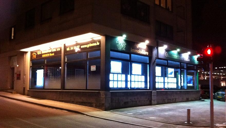 Portes affiches cadres lumineux agences immobilières